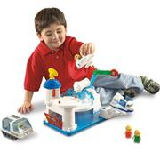 Pretend & Play� Space Station